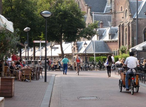 Damstraat, Haarlem, met uitzicht op de Grote Kerk
