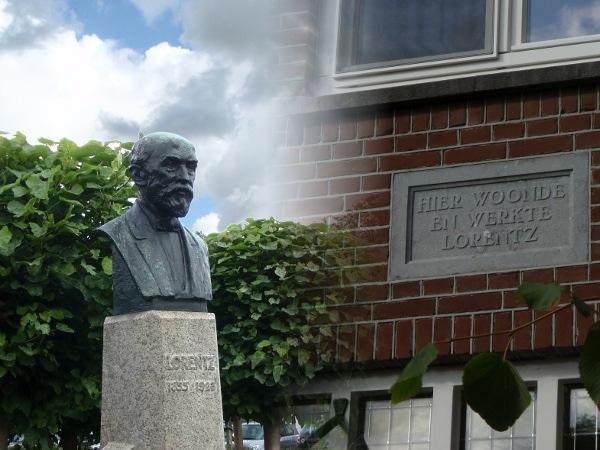 Borstbeeld en plakaat van Hendrik Lorentz op het Lorentzplein in Haarlem